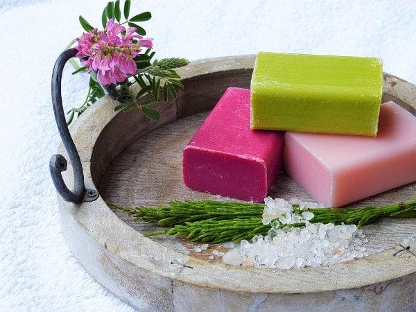 What are the benefits of henna soap?